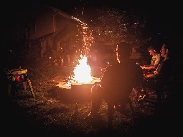 キャンプは焚き火が最高に楽しい