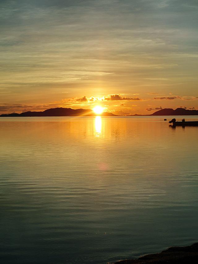 日の出 石垣島 クラブメッド 光の道 サンロード 水平線